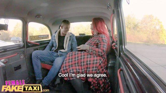 женщина поддельных такси sabien Demonia получают ее гигантские сиськи из острых ощущений