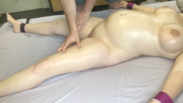 Gebundenen Schwangere Mädchen Mit Massage2018 Massiert Und Gespielt
