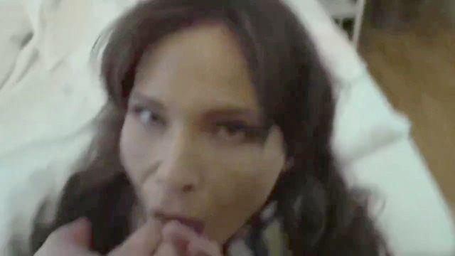Американская зрелая жена получает анальный сперма в жопе от туриста в праге в отпуск