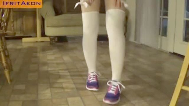 Milf Pelirroja Caliente En Colegiala Japonesa Demasiado Corta Minifalda Tanga Upskirt