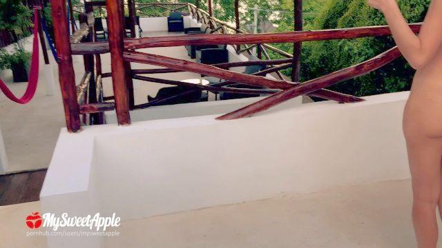 Junges Paar Riskant Ficken In Der Mexikanischen Resort Fast Erwischt